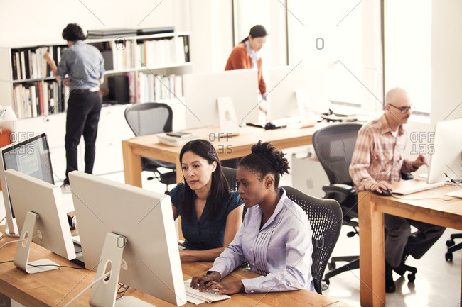 A busy open office - Offset