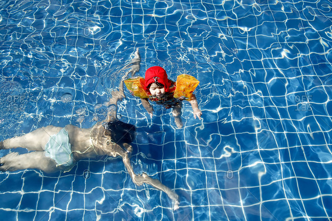 Young girl learning to swim in a pool