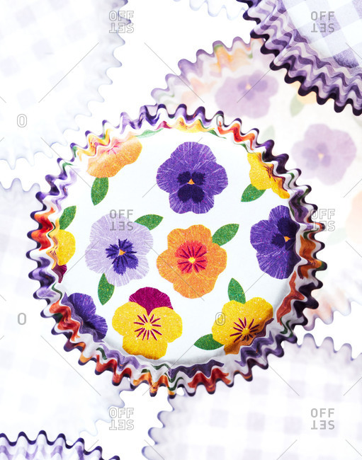 Paper muffin cups with floral pattern