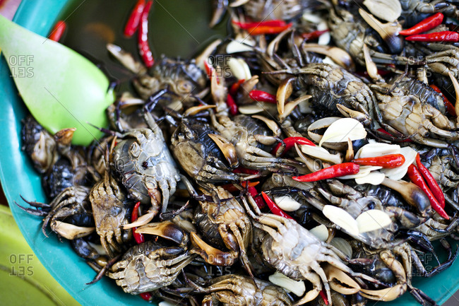 Crabs with chili peppers and garlic