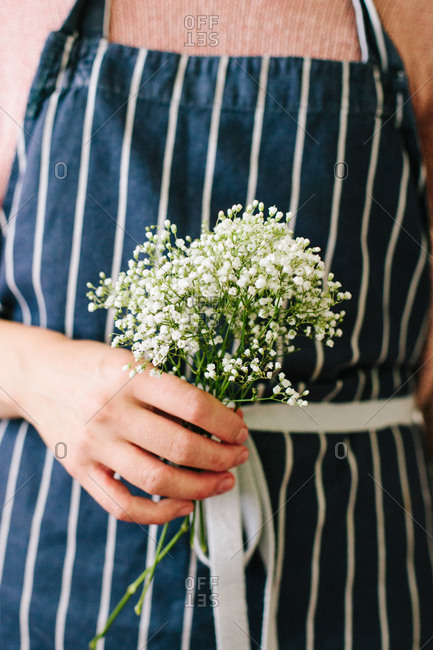 Woman holding a bunch of baby\'s breath flowers