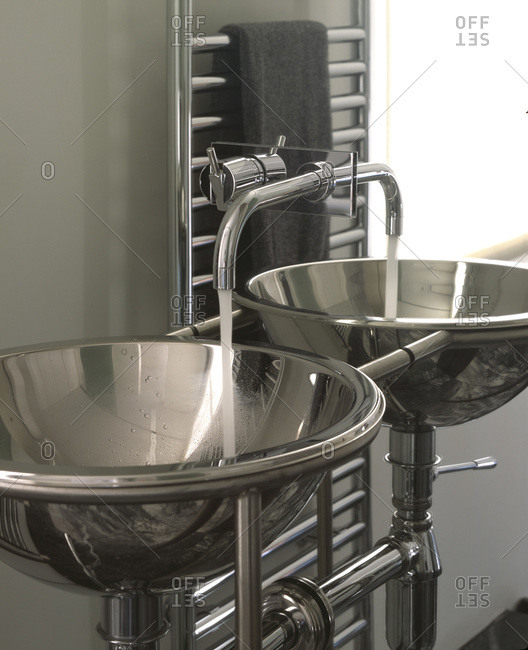 Mirror reflecting around stainless steel basin