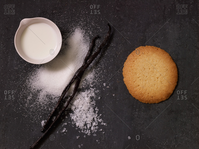 A vanilla cookie and its ingredients