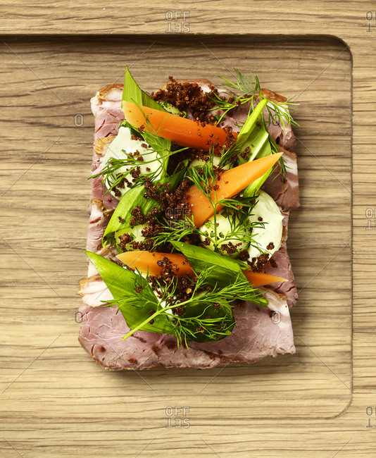 Lamb with vegetables on Danish bread