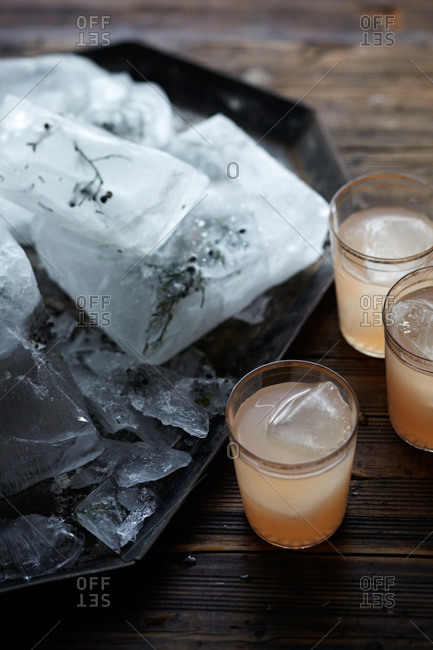 Citrus cocktails and juniper ice on wooden table