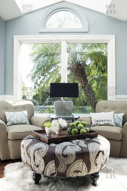 Sitting area with blue and brown color scheme
