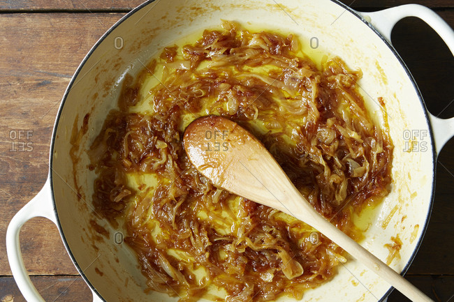 Empty pot of braised onion pasta