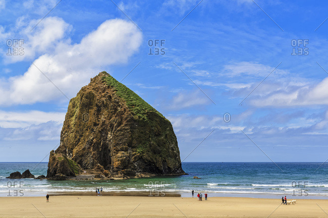 USA, Oregon, Oregon State Park, Cannon Beach, Haystack Rock