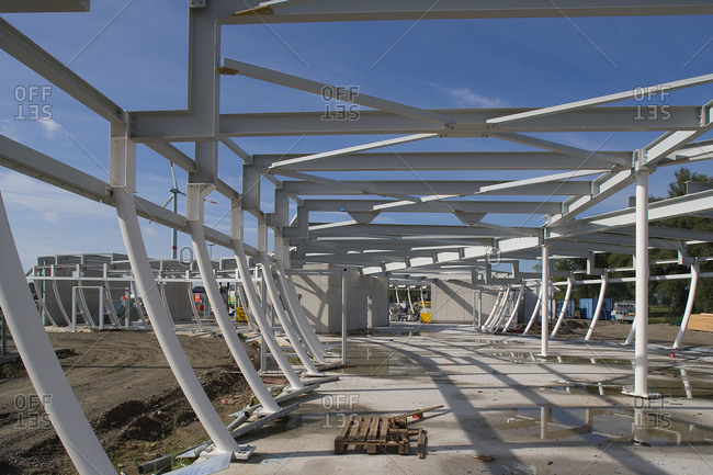 Curving steel beams making up the exterior of a new building