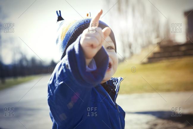 Toddler pointing his finger - Offset