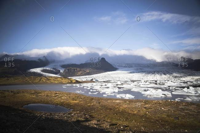 Fjallsarlon glacier lagoon and the southern end of the glacier Vatnajokull, Iceland