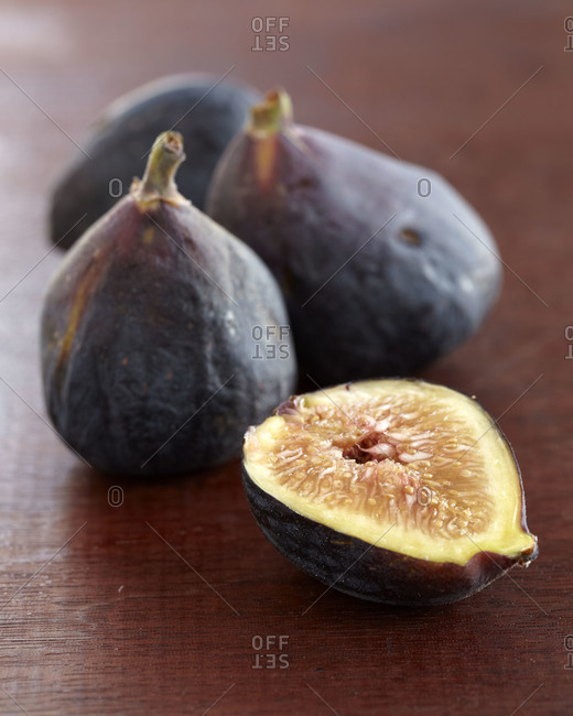 Figs on a table - Offset