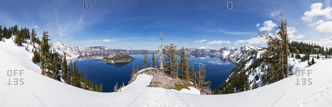 Vulkan Mount Mazama, Crater Lake and Wizard Island with Mount Scott in winter, Oregon