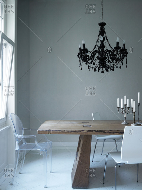 Dining room with modern and classic objects