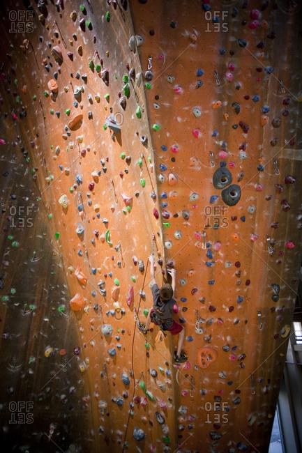 Boy climbing a wall - Offset