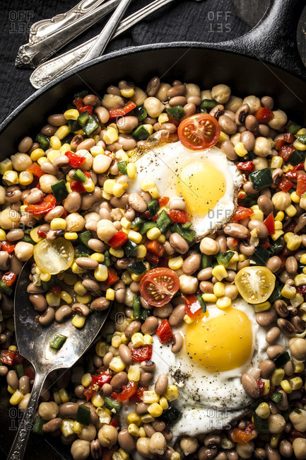 Close up of a cowboy caviar in a cast iron skillet