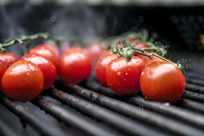 Vine tomatoes on the grill
