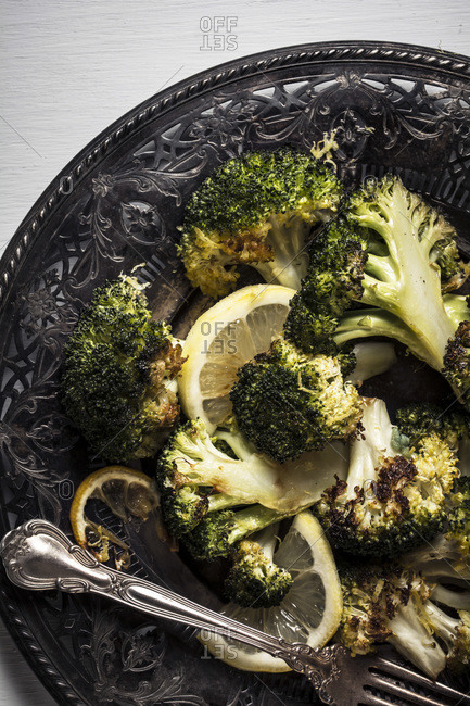 Roasted broccoli with lemon slices