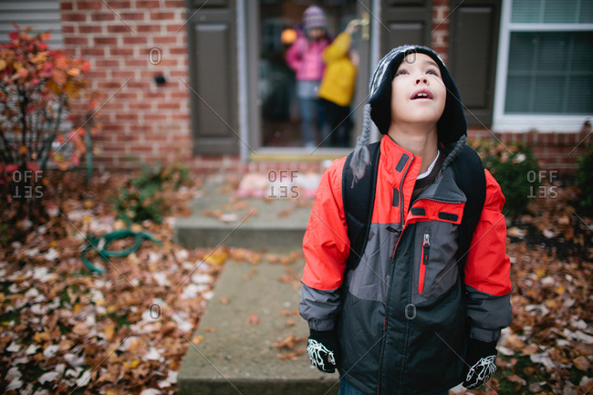 Children leaving their house in the fall