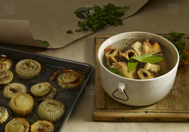 Roasted onions and stew with bones