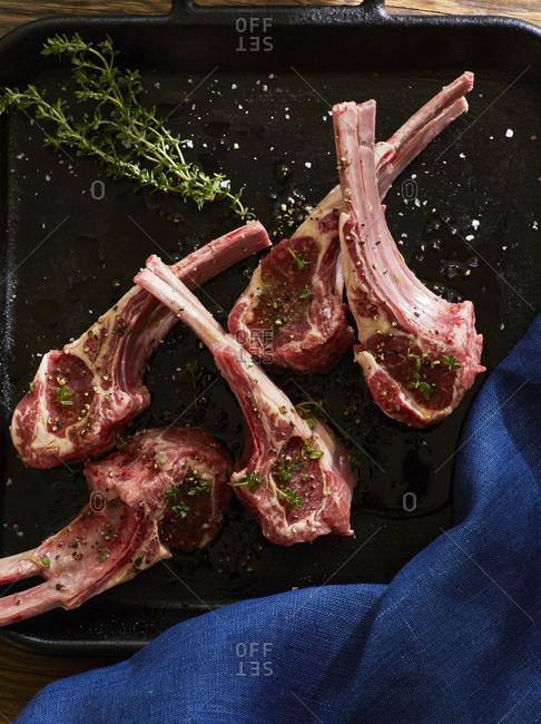 Preparing lamb chops for cooking