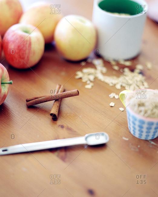 Oatmeal, apples and cinnamon sticks