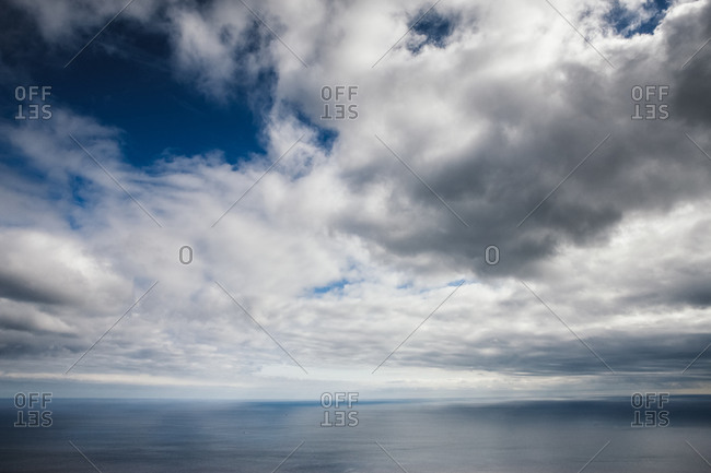 Ocean and sky meeting at the horizon line