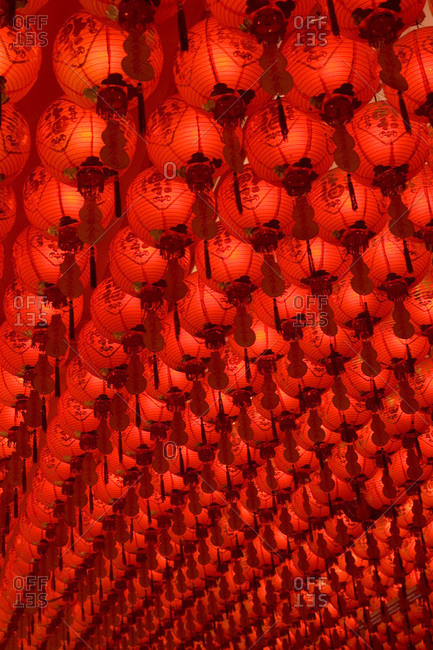 Hundreds of Chinese lanterns hanging from a ceiling in Singapore