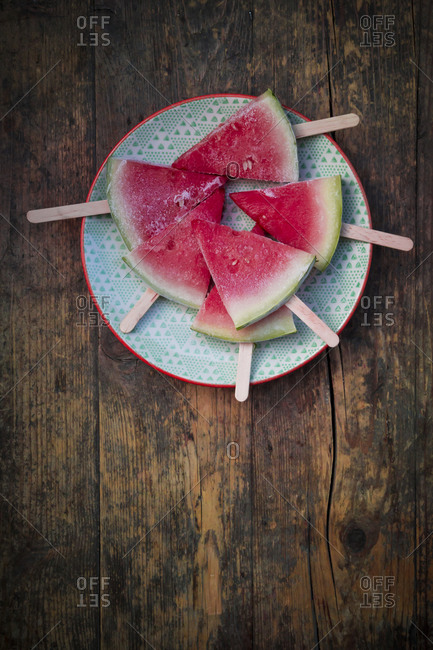 Plate of watermelon popsicles - Offset