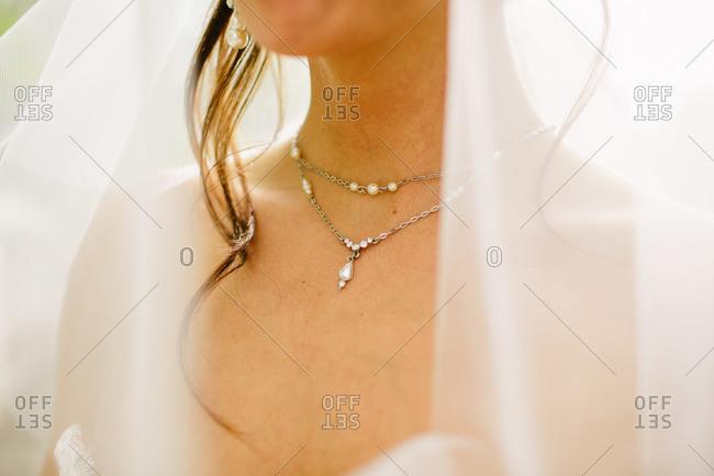 Close up of bride's necklace
