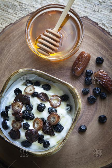 Dried fruit, honey and yogurt