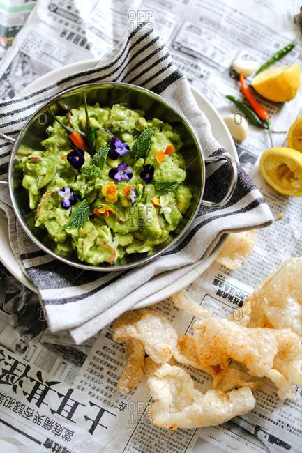 Spicy guacamole with pork rind