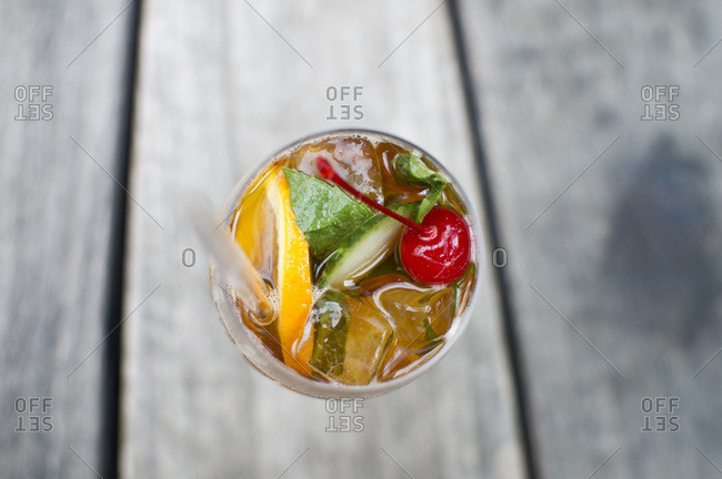 Beverage with fruit, mint, ice and a straw