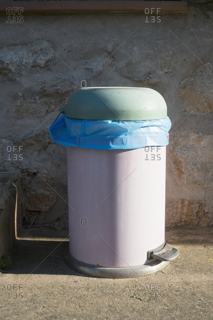 Dustbin against wall - Offset Collection