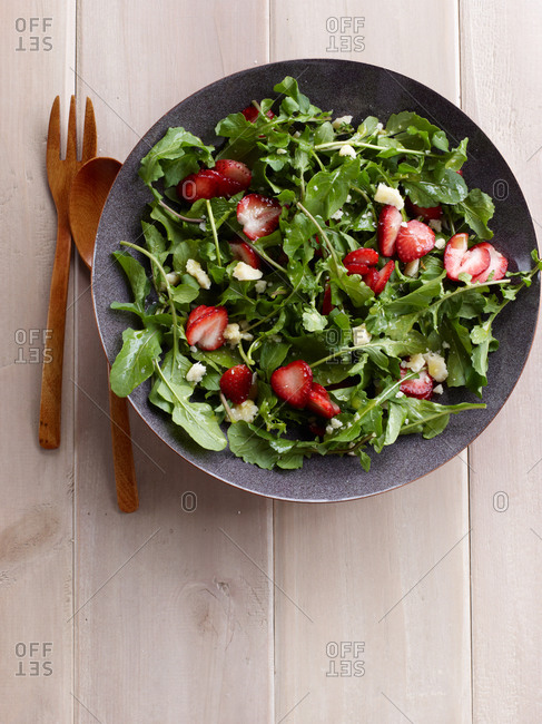 Arugula salad with Strawberries - Offset