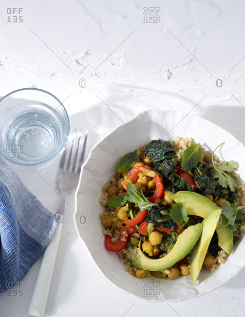 Chickpeas and vegetable salad with quinoa