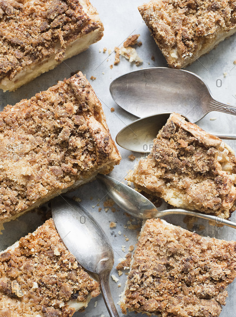 Apple crumb cake and spoons