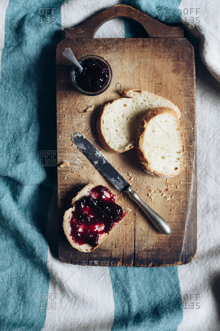Bread and jelly jam on a cutting board