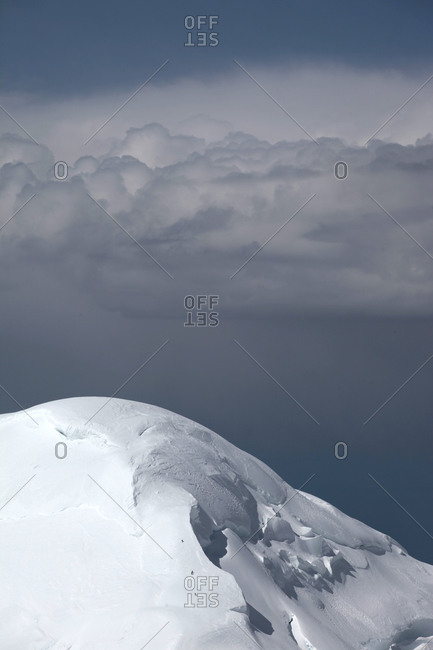 Mountaineers are little dots on their way to the summit of Kahiltna dome, a peak next to Mt McKinley