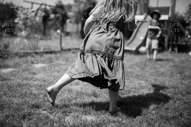 Children playing paddle ball - Offset