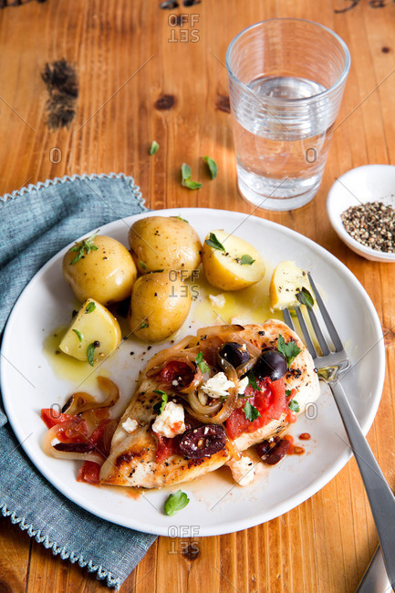 Grilled chicken with vegetables and potatoes