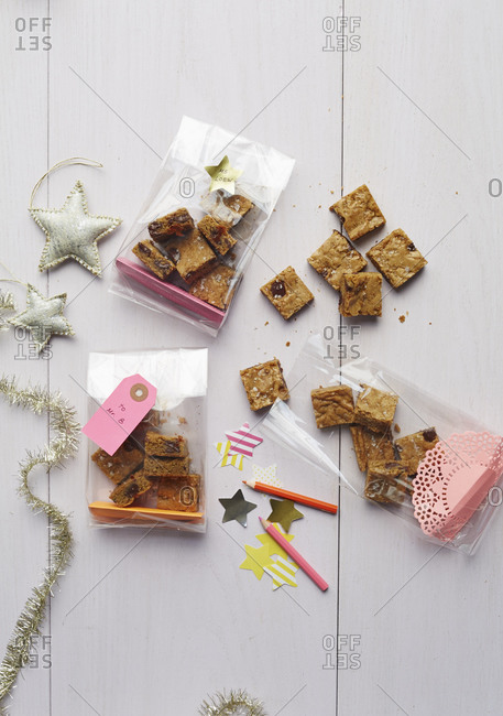 Salted caramel latte blondie bars in gift bags