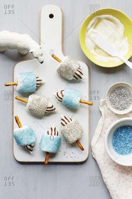 Dreidel shaped marshmallow treats