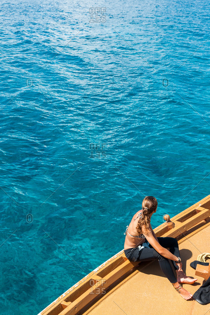 A woman sailing on the Indian Ocean