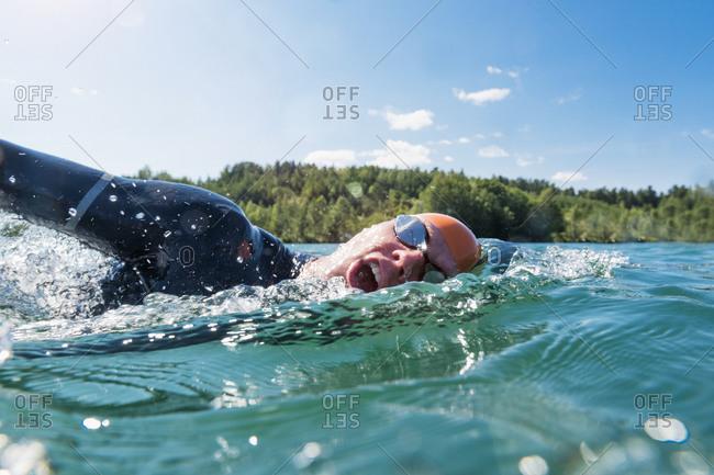Man swimming in lake - Offset