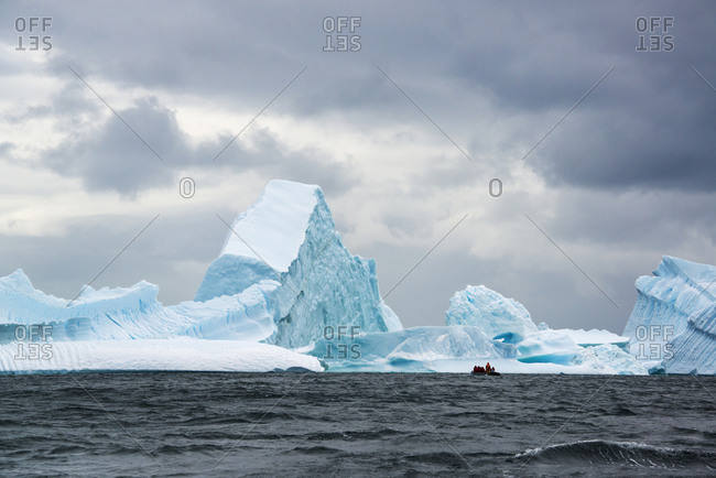 Group of people crossing the ocean in the Antarctic in a rubber boat