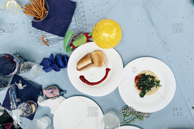 Picnic food arranged in smiley face shape