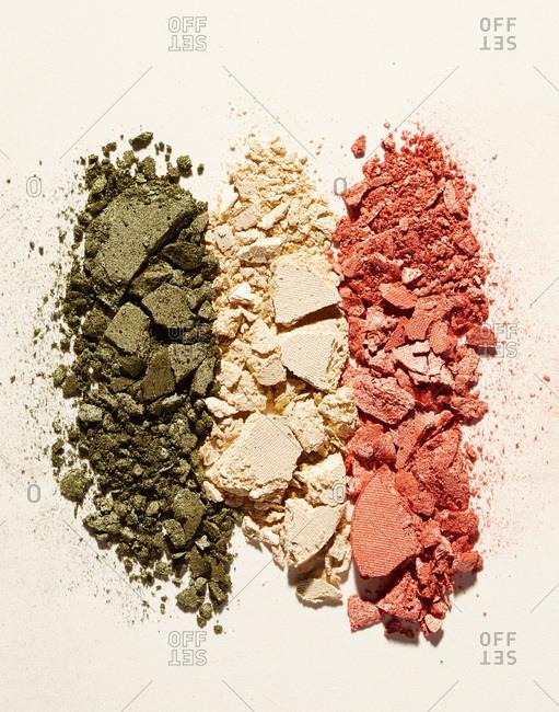 Crumbled eyeshadow powder