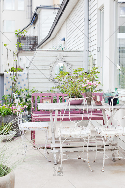 A shabby chic patio in Sweden