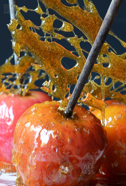 Toffee apples with toffee filigree decoration